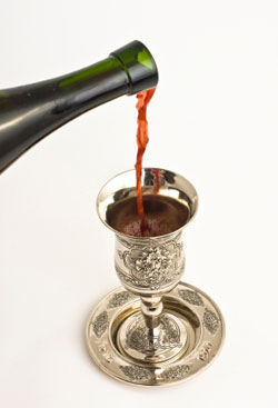 Pouring kiddush
