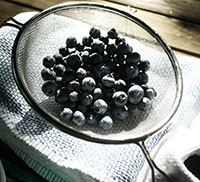 Drain the blueberries