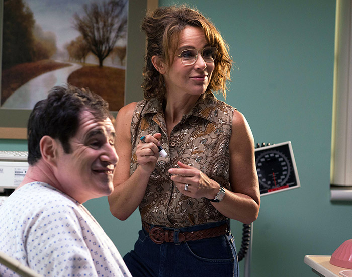 Richard Kind and Jennifer Grey star in Red Oaks