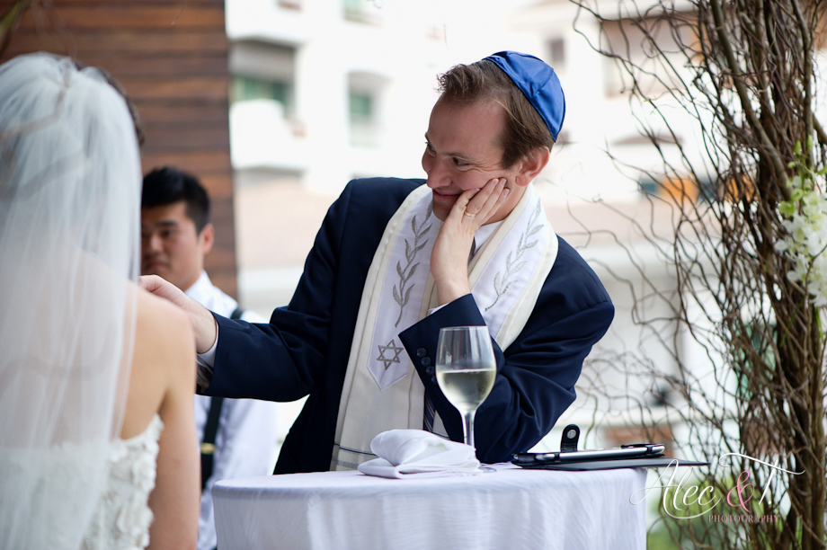 Rabbi Moffic officiating a wedding